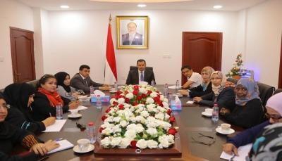 الحكومة: نسعى لتمكين المرأة في المناصب القيادية