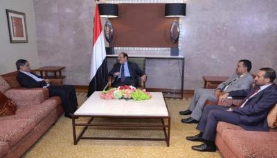 خلال لقاءه المحافظ البحسني.. نائب الرئيس يستمع لجهود البناء وتحسين الخدمات بحضرموت