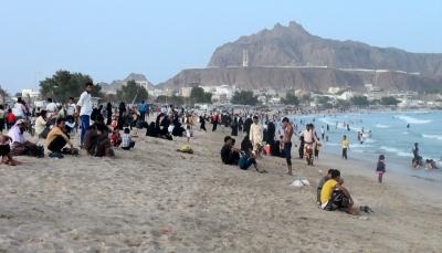 صحة عدن: كائنات بحرية في ساحل أبين تسبب تحسس وضيق في التنفس