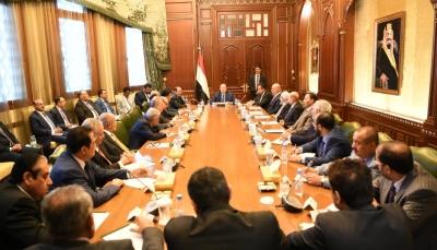 الرئيس هادي يلتقي هيئة مستشاريه ويؤكد على السلام وفقا للمرجعيات الثلاث