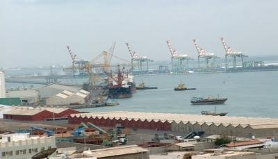 إفراغ 163حاوية تابعة لبرنامج الأغذية العالمي بميناء عدن