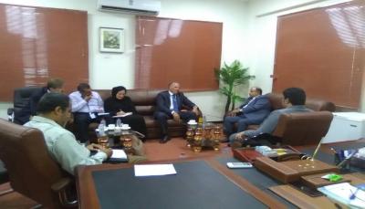نائب رئيس الوزراء يبحث مع مسؤول أممي قضايا اللاجئين باليمن