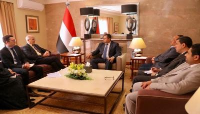 رئيس الحكومة: التفسيرات المشوهة لاتفاق الحديدة من قبل الحوثيين تؤكد انهم غير جادين للسلام