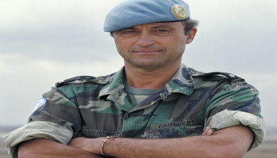 """قائد فريق المراقبين الدوليين الجنرال الهولندي """"باتريك"""" يصل صنعاء"""