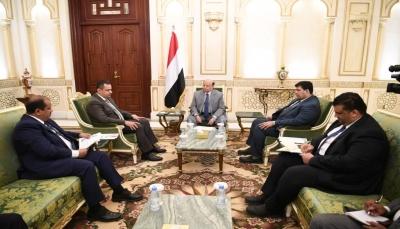 الرئيس هادي يشدد على إعادة تشغيل القطاعات النفطية وبصورة عاجلة