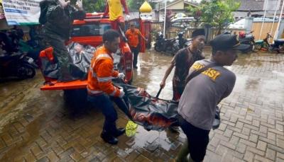 ثوران بركان تسونامي في إندونيسيا يسفر عن 168 قتيلا ومئات الجرحى (ًصور)