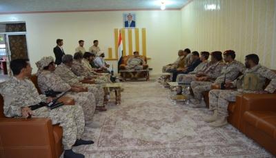 اللواء العرادة يؤكد على أهمية تعزيز التلاحم الشعبي مع الجيش الوطني