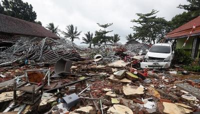 بعد يومين من مقتل 429 شخص.. تحذير من كارثة تسونامي جديدة في إندونيسيا