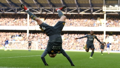 ليستر سيتي يُلحق بإيفرتون خسارة رابعة في خمس مباريات بالدوري الإنجليزي