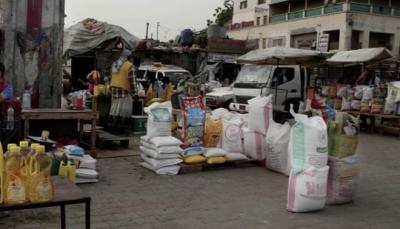 الغارديان البريطانية: سرقة الحوثيين للمساعدات الغذائية ليس سوى غيض من فيض (ترجمة خاصة)