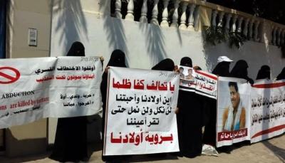 لليوم العاشر.. معتقلون بسجون الإمارات بعدن يضربون عن الطعام