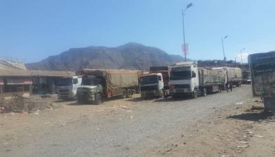 مليشيا الحوثي تحتجز 72 شاحنة اغاثية كانت متجهة إلى محافظة إب