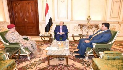 الرئيس هادي: سنعمل لأجل استعادة بناء جيش يؤمن بمبادئ الثورة والجمهورية