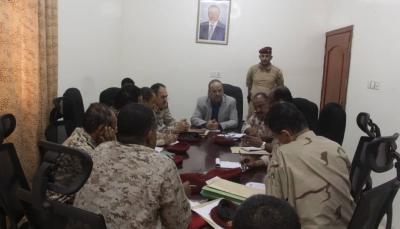 """""""الميسري"""" يلتقي في """"عدن"""" قيادات وزارة الدفاع ويطلع على سير العمليات العسكرية"""