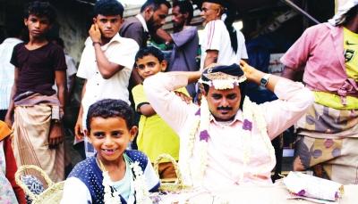 الفل اليمني.. زهرة تقاوم الحرب