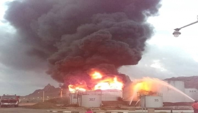 """النيران تلتهم خزان نفطي آخر في """"مصافي عدن"""" بعد ساعات من اعلان اخماد الحريق"""