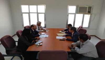 بتمويل كويتي.. مناقشة بدء تجهيز 12 كلية مجتمع وإنشاء كلية في سقطرى