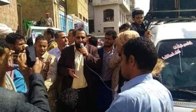 """وقفة احتجاجية في """"تعز"""" للمطالبة بصرف رواتب شهداء اللواء الخامس"""