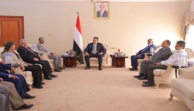 رئيس الوزراء يلتقي الوفد الحكومي للإطلاع على خطة إعادة الانتشار في الحديدة