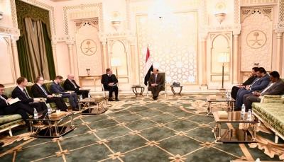 هادي يلتقي دبلوماسيا ألمانيا ويشدد على تنفيذ اتفاق السويد