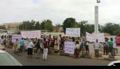 """عدن: محتجون يطالبون بطرد الإمارات والتحقيق مع قتلة """"الراوي"""" والكشف عن مصير المخفيين"""