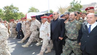 """بحضور رسمي وشعبي.. تشيع جثمان """"اللواء الزنداني"""" إلى مثواه الأخير في عدن"""