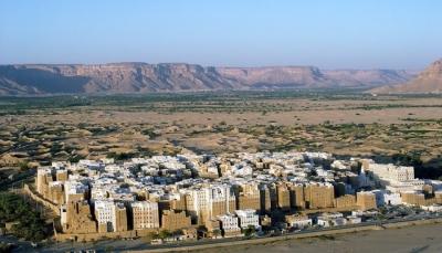 عقب انهيار جزء منه.. محافظ حضرموت يوجه بسرعة ترميم سور مدينة شبام التاريخية