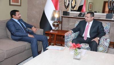 رئيس الوزراء يناقش مع محافظ شبوة استئناف تصدير النفط وتنمية المحافظة