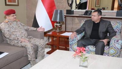 الحكومة تشدد على ضرورة تفعيل الدوائر العسكرية وانتظام صرف مرتبات الجيش