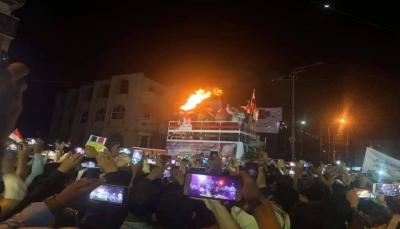 تعز.. إيقاد شعلة ثورة فبراير غداة ذكراها الثامنة بحضور شعبي