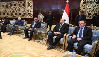 الرئيس ونائبه يؤديان واجب العزاء لرئيس الحكومة بوفاة والده في الرياض