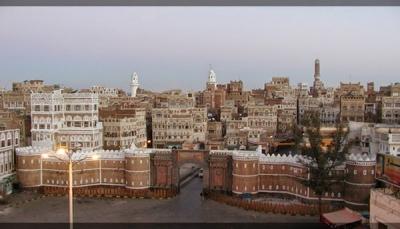 مليشيات الحوثي تقوم بتأجير مئذنة مسجد تاريخي بصنعاء القديمة لأحد تجار الأقمشة