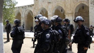 شرطة الاحتلال الإسرائيلي تغلق جميع بوابات المسجد الأقصى وتعتدي على مصلين