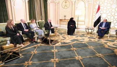 """الرئيس هادي يلتقي وزير بريطاني والأخير يؤكد """"جميع المواقف إيجابية"""""""
