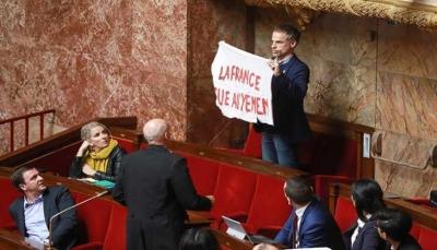 نائب بالبرلمان الفرنسي يستنكر صمت بلاده حيال ما يحدث باليمن
