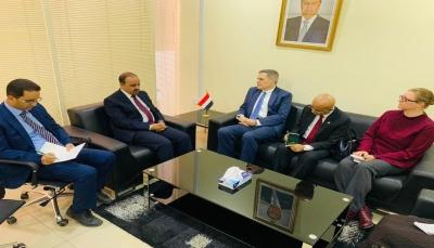 وزير الإعلام يطالب واشنطن بتصنيف جماعة الحوثي