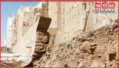 """انهيار جزئي لسورها.. مدينة """"شبام"""" حضرموت التاريخية في خطر (تقرير خاص)"""