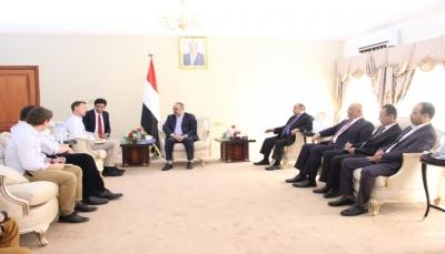 وزير الخارجية البريطاني يصل عدن بعد يوم من لقاء الرئيس هادي بالرياض