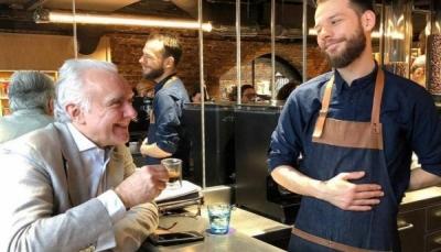 """كوب قهوة في لندن بـ15 جنيها من """"اليمن الذي دمّرته الحرب"""""""