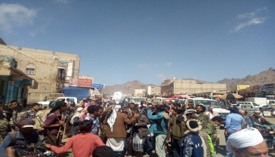 """العشرات يتظاهرون في الضالع تضامنا مع """"قبائل حجور"""" في حجة"""