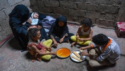 المرأة اليمنية العاملة قسراً في زمن الحرب.. معاناة مضاعفة وكفاح من أجل الحياة (تقرير خاص)