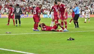 """تغريم الإمارات 150 ألف دولار إثر """"مخالفات"""" بمباراة قطر"""