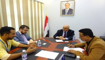 """الحكومة تستنكر الصمت الأممي حيال جرائم الحوثيين في """"حجور"""""""