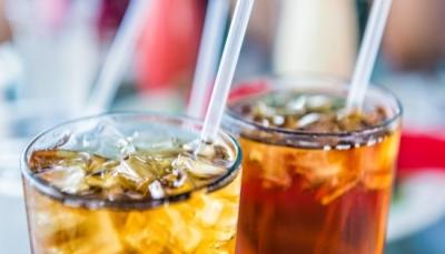 10 أسباب صحية ستبعدك عن المشروبات الغازية السكرية