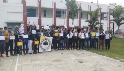 """طلاب اليمن في """"الهند"""" ينظمون وقفة احتجاجية للمطالبة بصرف مستحقاتهم المالية"""