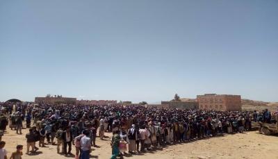 """الضالع.. الآلاف يشيعون جثامين العقيد والشيخ القبلي""""صالح العتبات"""" إلى مسقط رأسه بمريس"""