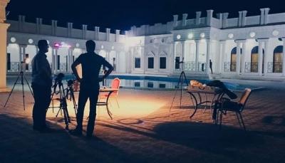 """طاقمه ثلاثة يمنيين.. فيلم """"قصر يأبى النسيان"""" يحصد إحدى جوائز مهرجان واسط الدولي"""