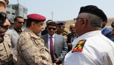"""اللجنة الرئاسية تتفقد ميناء نشطون واحتياجات القوات البحرية بـ""""المهرة"""""""