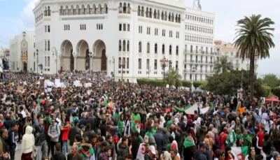 الجزائر: مسيرات مليونية مجدداً في شوارع العاصمة تطالب بتنحي بوتفليقة عن السلطة