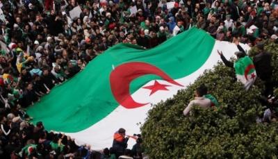 مسؤول سابق للحزب الحاكم بالجزائر: الدولة العميقة تريد ركوب موجة الحراك